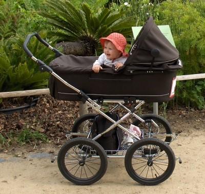 Leni im Trille-Kinderwagen (Foto: Tina Vesterlund)